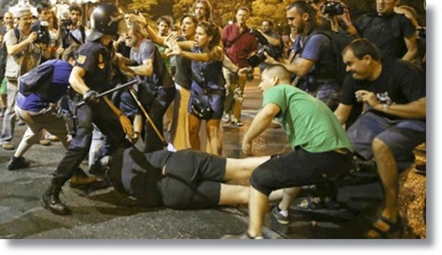 MADIRD CARGA POLICIAL 1374188304_059305_1374226331_noticia_fotograma (1)