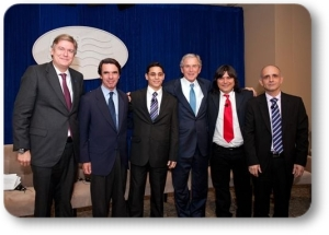 Bush, Aznar and Antonio Lopez-Istúriz, secretary general of the European People's Party with anti-Castro  ex-prisoners.